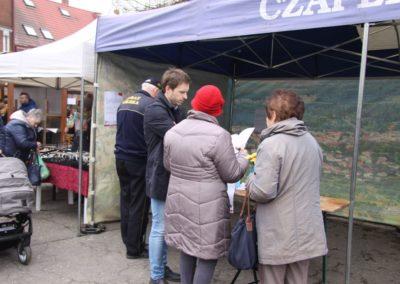 Mieszkańcy wypełniają ankiety na temat obszarów zdegradowanych